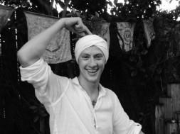 Kundalini yoga pointing to crown chakra
